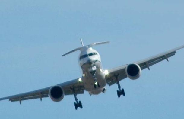 Прямо во время полета молния, ударив по самолету, пробила в Boeing 757 дыру