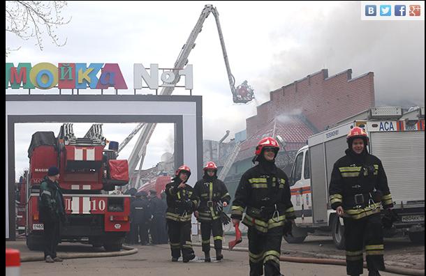Пожар в Москве 22 апреля: около 20 пожарных расчетов тушат склад