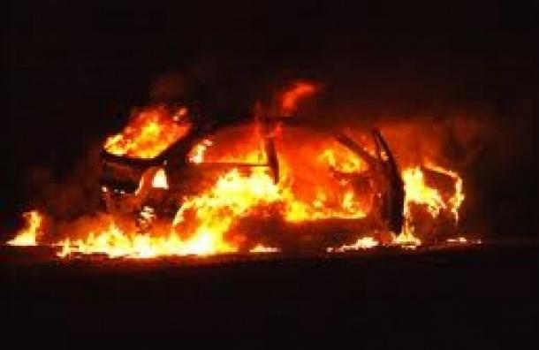 В сгоревшем автомобиле на Колокольной улице нашли тело мужчины