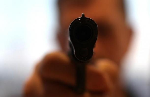 На Северном проспекте водитель «Мазды 3» открыл стрельбу по «Ладе»