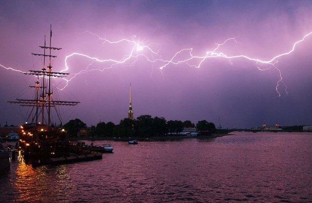 29 и 30 апреля в Петербурге ожидается гроза с порывами сильного ветра