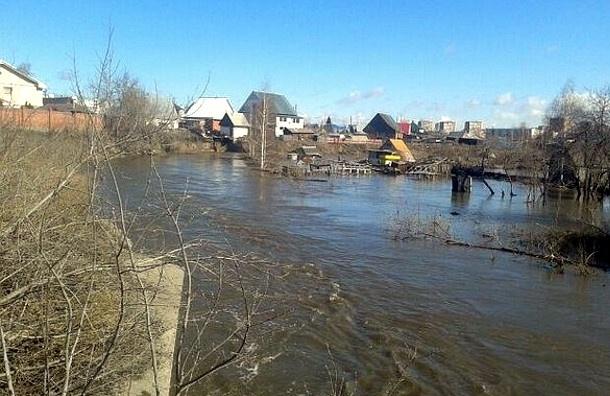 Прорыв плотины в Новосибирске: спасатели эвакуируют жителей