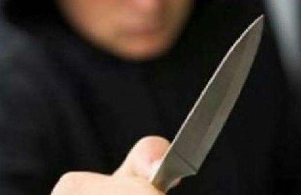 Школьник, ударивший учителя ножом,  грозился выброситься из окна
