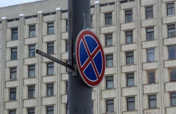 В центре Петербурга эвакуировали автомобиль с младенцем внутри