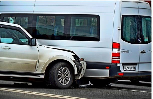 Под Петербургом в аварию попал автобус с французскими студентами: пострадало семь человек