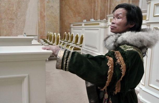 Депутаты ЗакСа решили проверить законность присутствия шамана Коли на их заседании