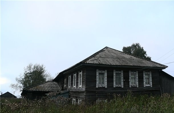 Подвешенную голову мертвеца нашли в одном из заброшенных домов Ленобласти