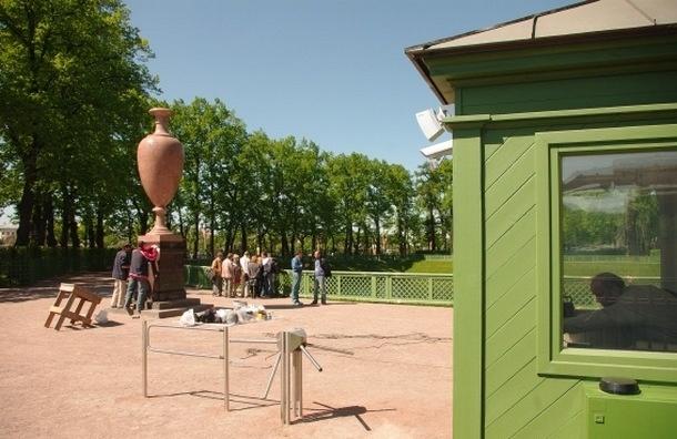 Депутат Борис Вишневский обратился к губернатору, чтобы оставить вход в Летний сад бесплатным