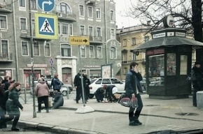 У метро «Пушкинская» «Лада» вылетела на тротуар, пострадали двое