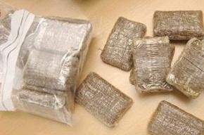 Наркополицеские нашли килограмм гашиша в трусах