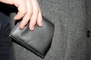 В центре Петербурга у туристов из Китая украли деньги и фотоаппарат