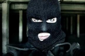 На бульваре Новаторов грабитель пытался проникнуть в банк через пол