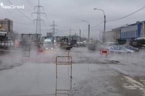 В Коломягах из-за коммунальной аварии перекрывали движение