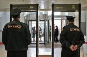 Охранник торгового центра на проспекте Стачек избил посетителя