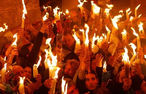 Благодатный огонь сошел в Иерусалиме в Храме Гроба Господня