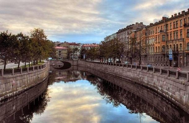 В туристический сезон в Северной столице водоемы будут убирать 10 раз в месяц