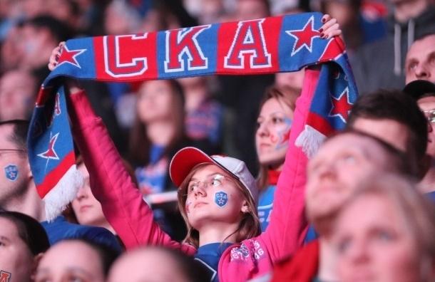 В Петербурге тысячи болельщиков встретили хоккеистов СКА с Кубком Гагарина в «Пулково»