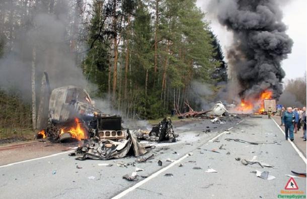 В Сети появилось видео страшной аварии на трассе СПб-Псков