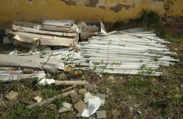В Петроградском районе обнаружили склад ртутных ламп