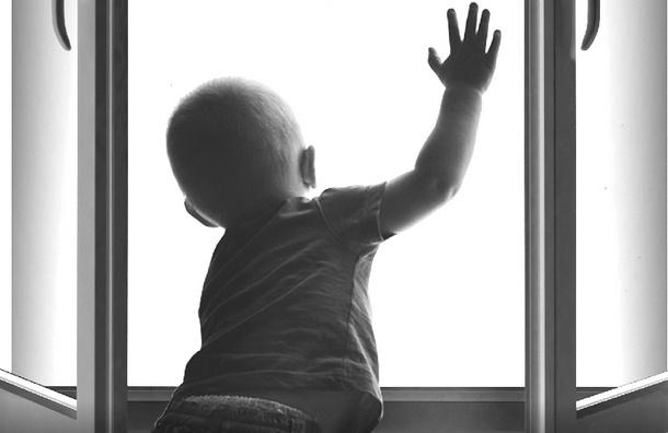 На Парашютной улице 3-летний мальчик выпал из окна второго этажа