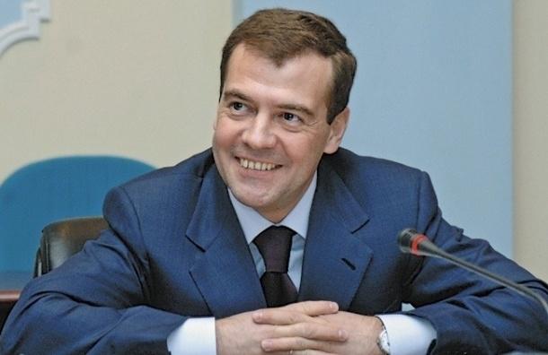 Дмитрий Медведев пришел на совещание к президенту в часах от Apple