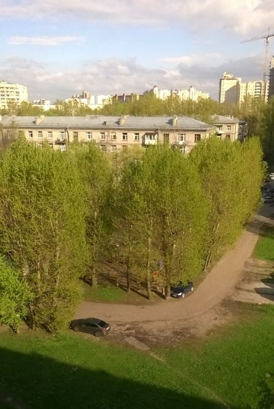 Парковка у детского сада №7, ул. Ленсовета 79