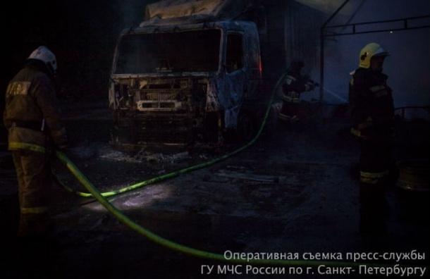 Больше 100 человек тушили пожар на улице Калинина