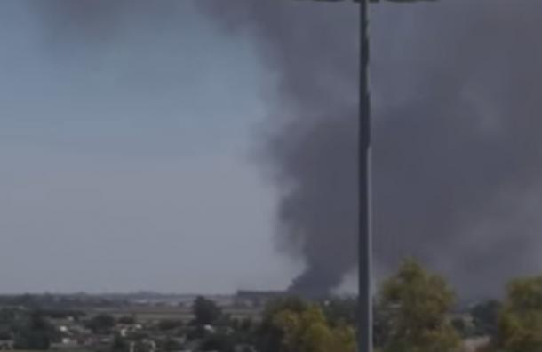 В Испании военно-транспортный самолет упал на завод Coca-cola