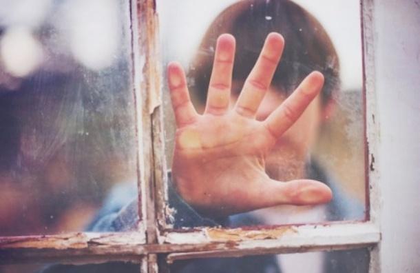 13-летний подросток выпрыгнул с 3-го этажа на Гончарной