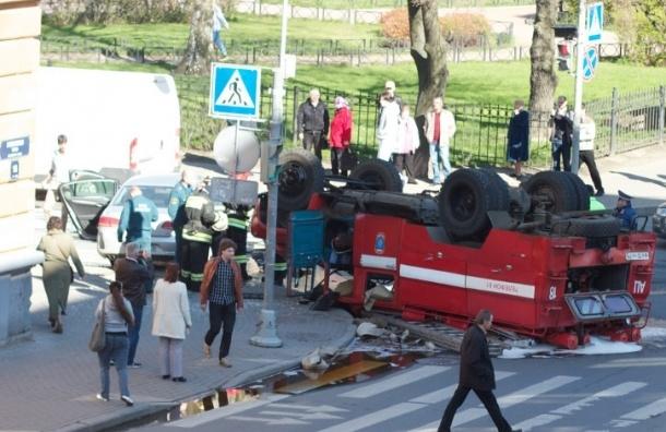 На Гаванской улице перевернулась пожарная машина