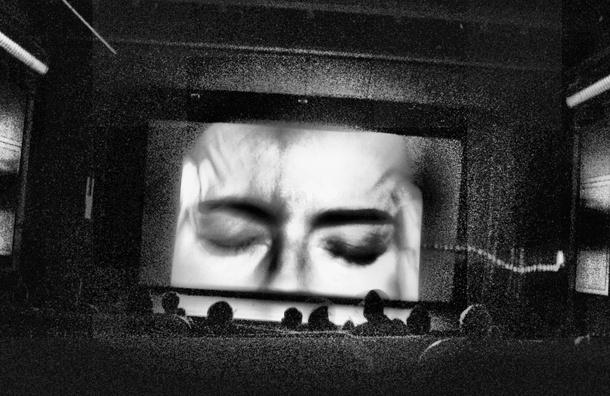 «Открой глаза!»: кибербуллинг, «кучу» и мигранты на пути к самоубийству