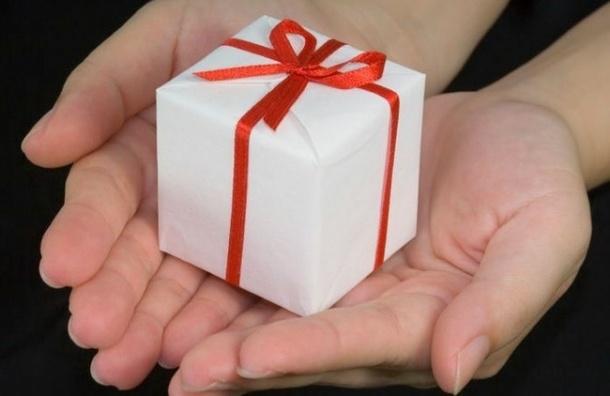 Секретарь СБ РФ и губернаторы теперь обязаны сдавать подарки