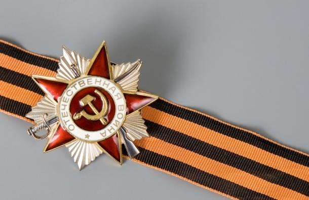 Во Львове местный депутат под аплодисменты сорвал с пенсионера георгиевскую ленточку