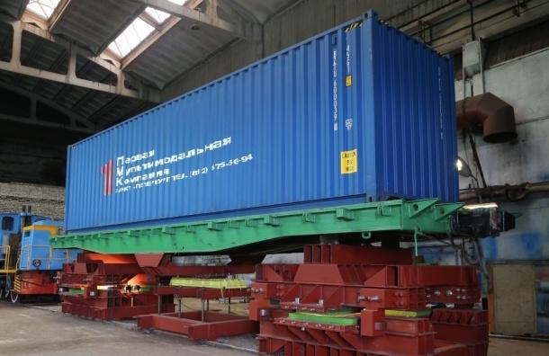 Георгию Полтавченко показали грузовую транспортную магнито-левитационную платформу