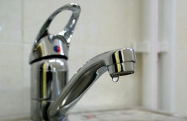 Больше тысячи жителей Ломоносовского района остались без холодной воды