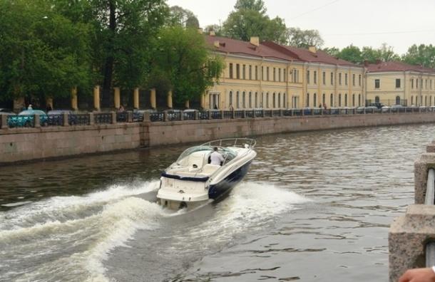В Петербурге 34-летний пьяный капитан катал по Неве пассажиров на перегруженном судне