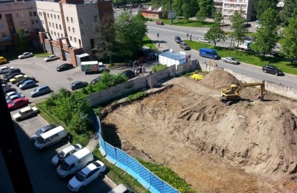 Конфликт на пр. Науки: строительство на месте снесенной детской площадки удалось остановить