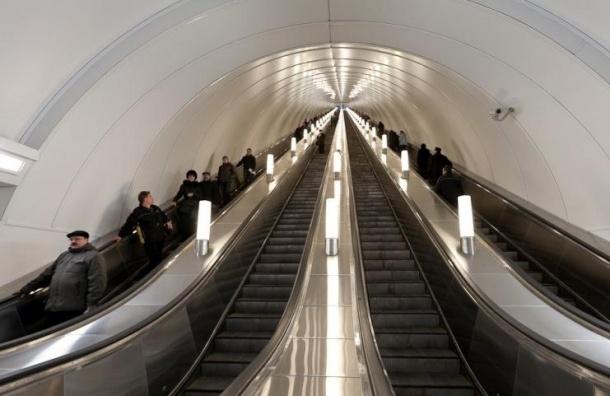 9 Мая в Петербурге на одной из станции метро распылили газ