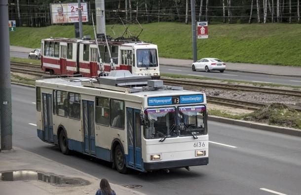На Богатырском проспекте троллейбус сбил пенсионерку