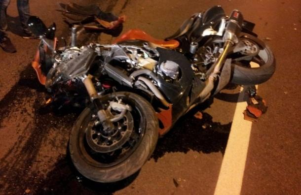 В Стрельне столкнулись мотоцикл и два автомобиля