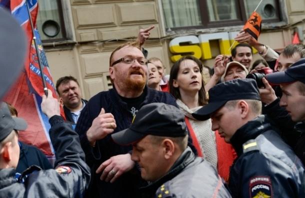 В Петербурге ЛГБТ-активисты подали в суд на депутата ЗакСа Виталия Милонова