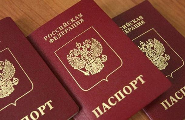 Два мигранта жили в Петербурге по паспортам, которые были напечатаны на принтере