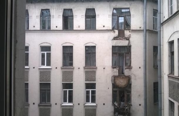 В доме на Лиговском проспекте обрушились два балкона