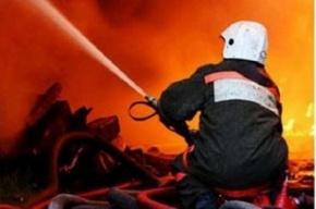 На Тележной из-за пожара на чердаке эвакуировали десять человек