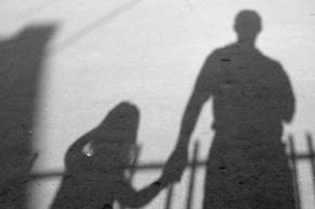 В Петербурге разыскивают педофила, который в парадной изнасиловал школьницу