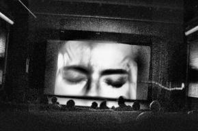 «Открой глаза!»: кибербуллинг и мигранты на грани самоубийства