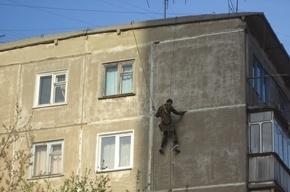 В Петроградском районе школьник упал с третьего этажа