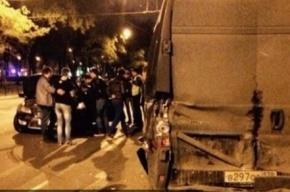 На улице Типанова Ford Mondeo с пьяной компанией на борту врезался в микроавтобус