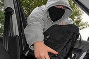 Из машины петербургского бизнесмена похитили миллион рублей