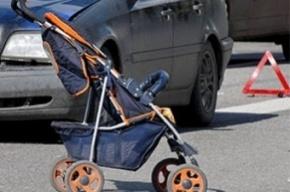 На улице профессора Попова сбили коляску с младенцем